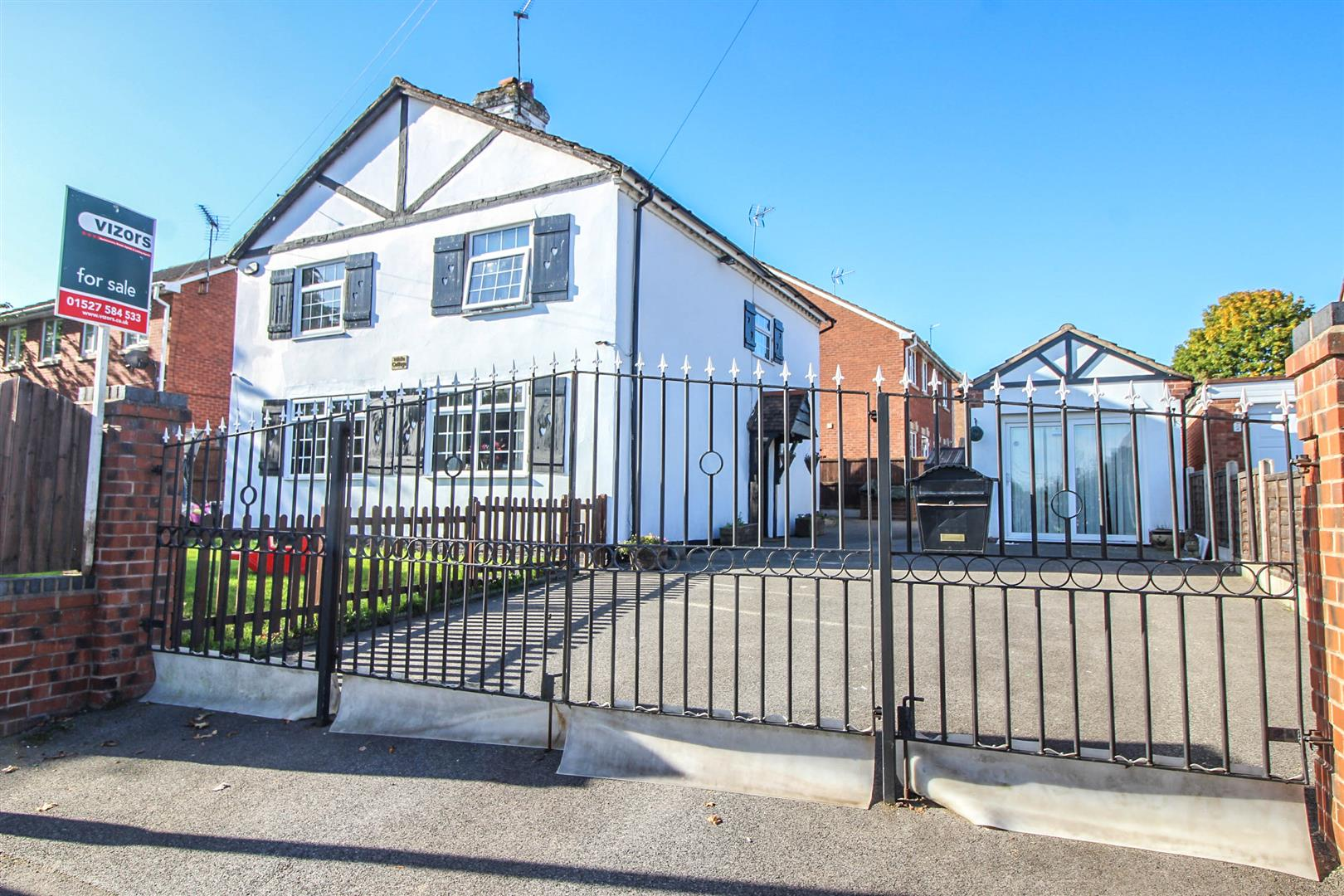 4 Bedrooms Detached House for sale in Studley Road, Greenlands, Redditch